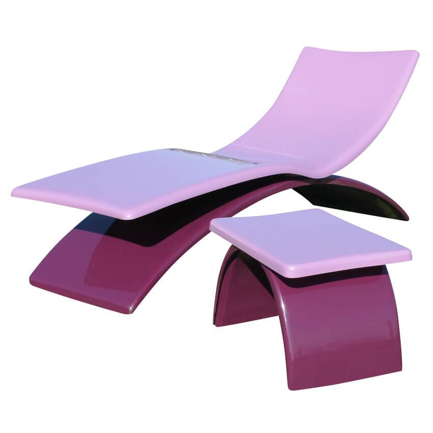 Bain de soleil et table basse en polyester